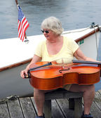 Mature female cellist. — Stock Photo