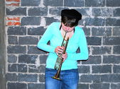 Female trumpet player. — ストック写真
