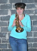 Female trumpet player. — Stockfoto