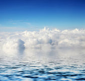 Cloudy blue sky and sea background — Stock Photo