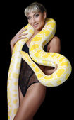 The beautiful woman with the big yellow snake — Stock Photo