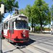 tramwaj na ulicy w Wiedniu, austria — Zdjęcie stockowe