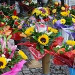 Flowers in street market — Stock Photo