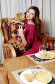 The elegant woman with a wine glass at smart restaurant — Stock Photo