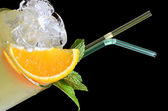 Freshening cocktail with ice and mint — Stock Photo
