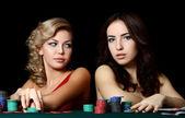 Piękna kobieta z żetony kasyna — Zdjęcie stockowe