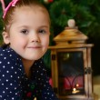 Foto Stock: Little girl at christmas fur-tree