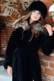 Kobieta piękna brunetka w zimie — Zdjęcie stockowe
