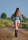 Mujer en carretera — Foto de Stock