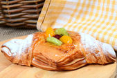 Roll from flaky pastry with fruit — Stock Photo