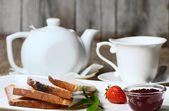 Toasts with strawberry jam and black tea — Stock Photo