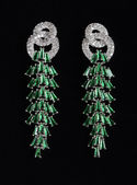 Silver earrings with jewels — 图库照片