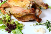 The baked hen with salad — Stock Photo