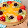 Cake from shortcake dough with fruit — Stockfoto