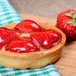 Cake from shortcake dough with strawberry — Stockfoto