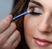 Girl putting makeup — Stock Photo