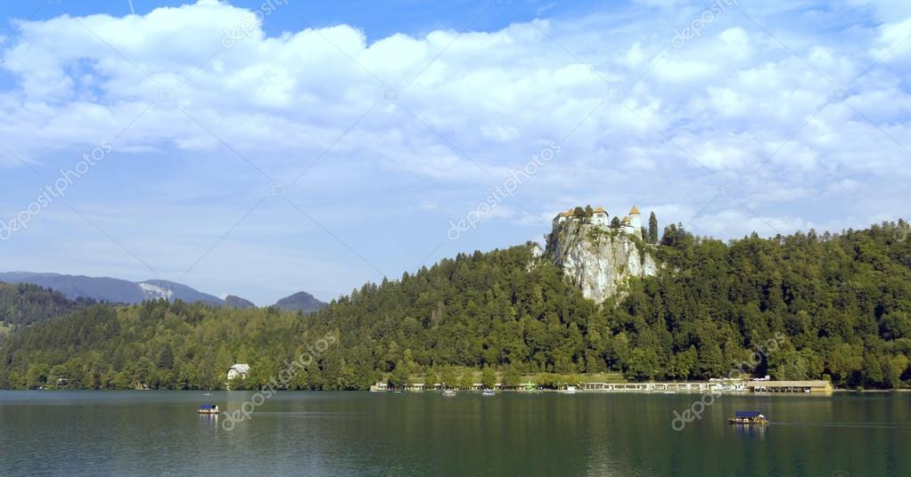 Lake Bled and castle in Slovenia — Stock Photo #13261732
