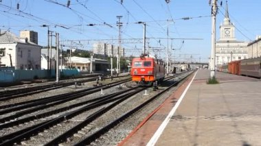 "VOLOGRAD - JUNE 26 Passenger train passes a station Volgograd 1, June 26, 2011 in Volgograd, Russia. JSC ""Russian Railways"" JSC (""RZD"") — Stock Video"