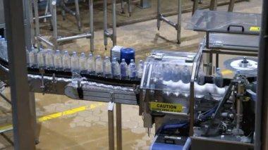 Water bottle conveyor industry — 图库视频影像
