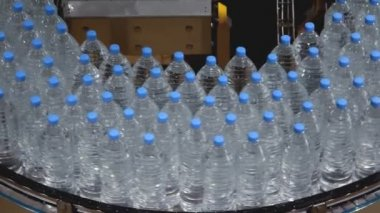Water bottle conveyor industry — Stockvideo