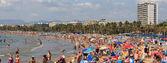Na plaży w salou, hiszpania — Zdjęcie stockowe