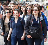Happy girlfriends on the La Rambla street, Barcelona — Stock Photo