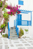 Bougainvillea flowers around the house with a balcony and flower — Stock Photo