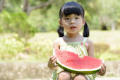 Little child eating watermelon — Stockfoto