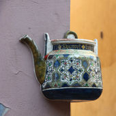 Teapot embedded in facade in Vilnius, Lithuania. — Stock Photo