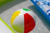 мяч в воде — Стоковое фото
