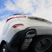 The grey car against the cloudy sky. The bottom view. — Stock Photo