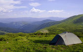 Tent against the backdrop of mountain spaces — Stock Photo