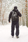 The man walking in winter forest — Stock Photo