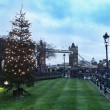 Christmas spirit in London. Tower bridge. — Stock Photo