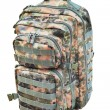 Camouflage backpack isolated on white - Foto Stock