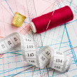 Measuring tape, thimble and bobbin of thread — Stock Photo