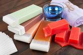 Wosk do depilacji, ręcznik i oleju — Zdjęcie stockowe