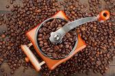 咖啡与咖啡豆研磨机 — 图库照片