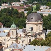 Vista superior da cidade de lvov de altura. catedral dominicano. — Foto Stock