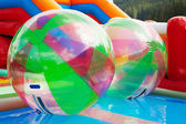 Wasserball im freibad — Stockfoto