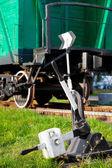 старый железнодорожный переключатель и ретро поезд вагон — Стоковое фото