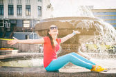 Girl relaxing near the fountain — Stock Photo