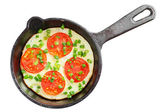 Frying pan with scrambled eggs and tomatoes — Stock Photo