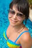 Portrait of a beautiful young woman in the pool — Stockfoto