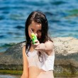 Girl with the water gun — Stock Photo