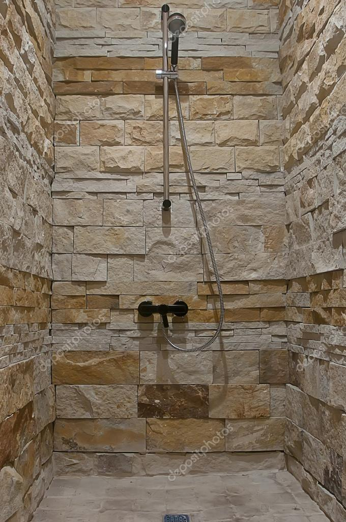 Bagno con doccia foto stock alrisha 23815851 - Pietre per bagno ...