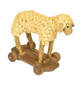 Stroh und Holz Spielzeug Lamm rasieren — Stockfoto