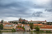 View of the district of Hradcany and St. Vitus Cathedral in Prag — Stock Photo