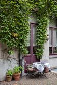 Pequeno café em bruges, Bélgica — Fotografia Stock