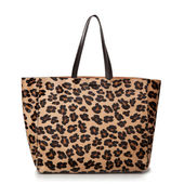 Luxury leopard female bag isolated on white — Stockfoto
